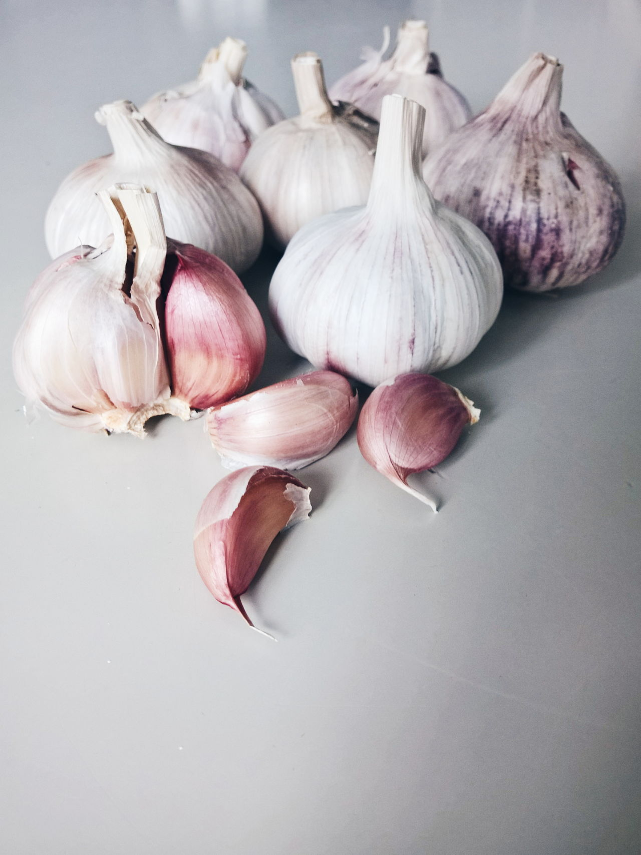 Garlic Brown Close Up Close-up Comfortable Composition Detail Directly Above Focus On Foreground Freshness Full Frame Large Group Of Objects Natural Pattern No People Organic Part Of Ripe Single Object Still Life Studio Shot Temptation Variation Garlic Naturalcolor  White White Background