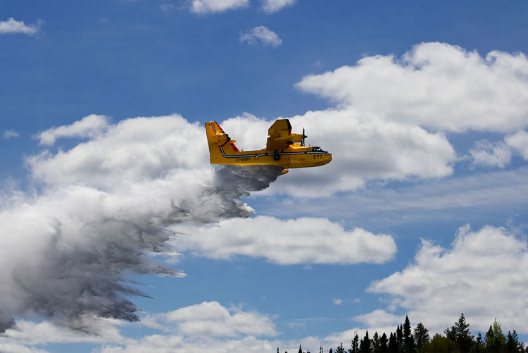 water bomber fighting a wild fire EyeEmNewHere Air Vehicle Airplane Cloud - Sky Dropping Water Fighting Fire Fire Fighting Fire Fighting ♡ Outdoors Protection Sky Transportation Water Bomber