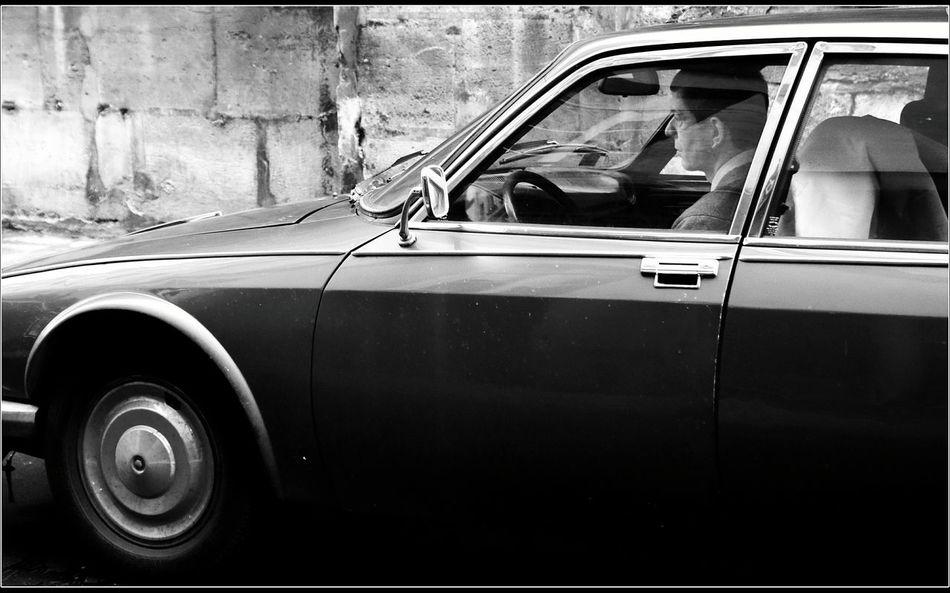 Snapshots Of Life EyeEm Best Shots - Black + White Blanco Y Negro Monochrome La Falsa Envoltura De Las Apariencias Black & White Blanco & Negro  Paris