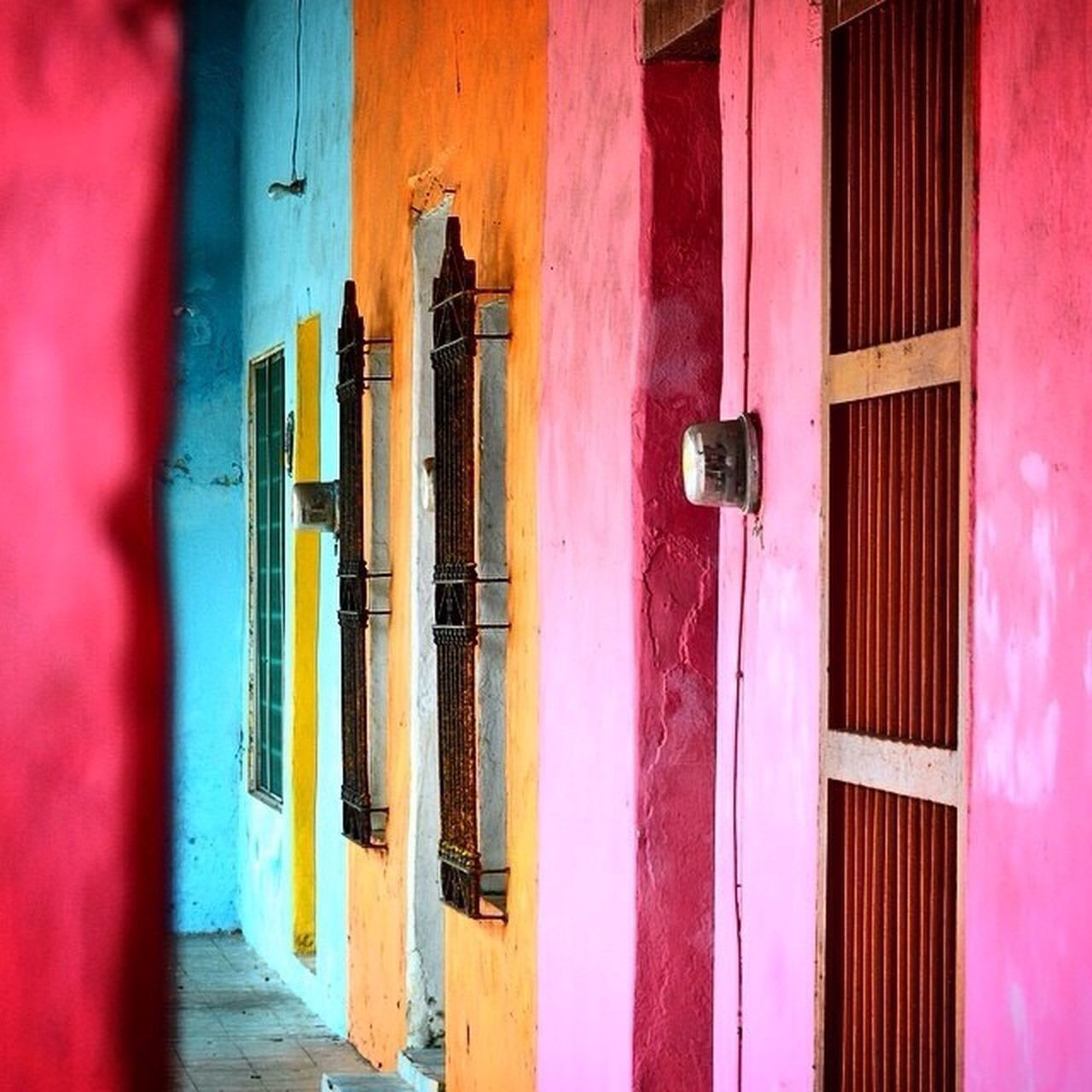 Plano de color en Tlacotalpan Architecture Built Structure Pink Color Wall - Building Feature Building Exterior In A Row Red Red Color Man Made Object Modern No People Vibrant Color Color Manipulation Multi Colored Tlacotalpan Veracruz Tipical Mexico