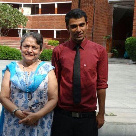 With my best friend. Delhiuniversity Cvsdu Thirdyear Collegelife Bestie  Professor History Noeffect Instagramers Igers Instapic Farewell