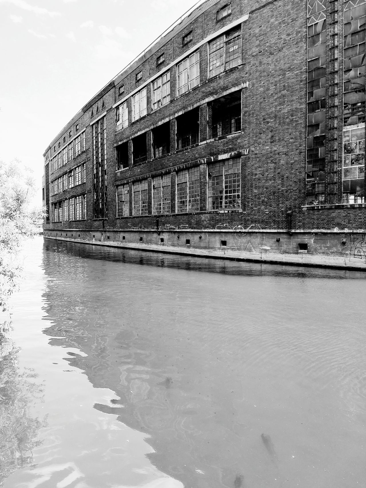 Capture Berlin Spree River Industrialbeauty Brick Building Berliner Ansichten Urbanphotography Dirty Water  Run Down Places Welcome To Black