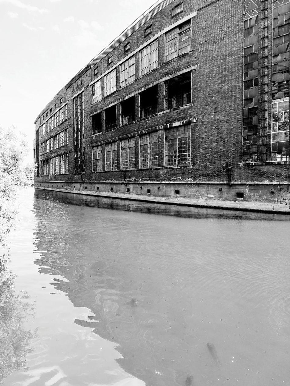 Capture Berlin Spree River Industrialbeauty Brick Building Berliner Ansichten Urbanphotography Dirty Water  Run Down Places Welcome To Black
