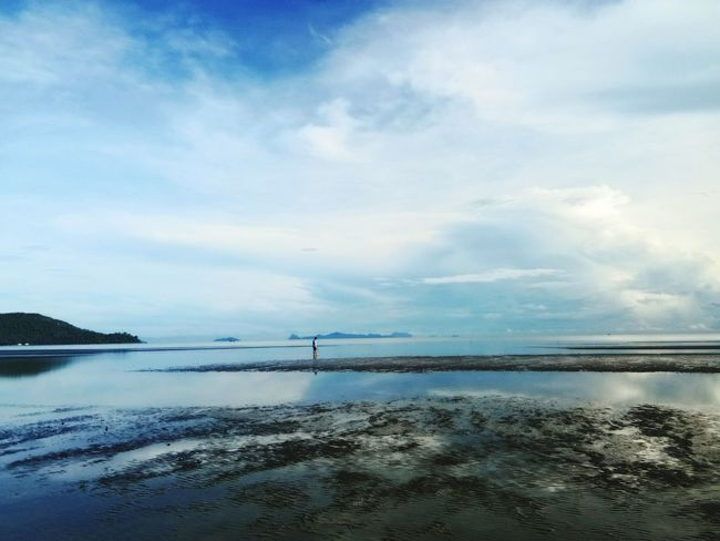 ท้องฟ้ากว้างกางออกรอรับแดด Beach Sea Water Cloud - Sky Sand Nature Tranquility Scenics Beauty In Nature Sky Outdoors Tranquil Scene Landscape Horizon Over Water Day Travel Destinations Low Tide Beauty No People Nautical Vessel The Great Outdoors - 2017 EyeEm Awards