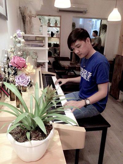 I want to sing a song for you.... Taking Photos Hello World Vietnamese Boy Vietnameseboy Coffee Time Vietnam Saigon Night BoysBoysBoys Boys
