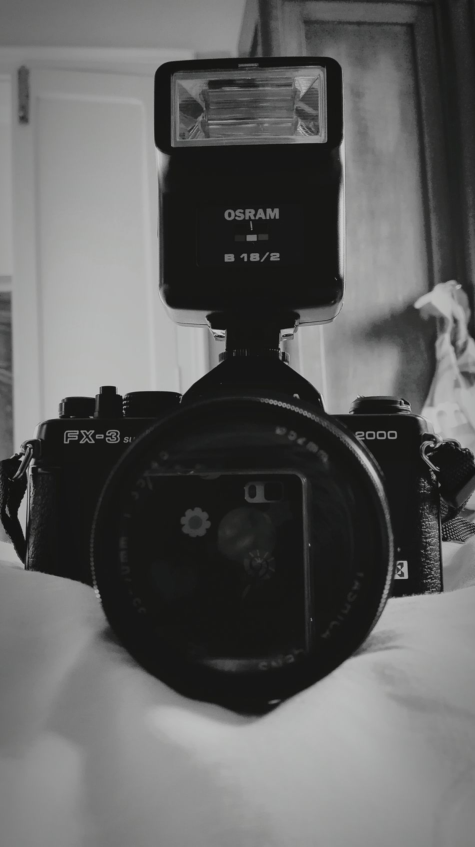 Back to the future Reflex Old-fashioned Camera - Photographic Equipment Retro Styled Still Life Yashicafx3super2000 Analogicalcamera Passionforphotography Harusphotos Photography Themes Black & White Black And White Photography