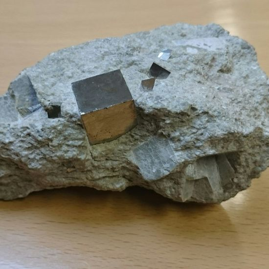 Precision Nature Natural Beauty L'or des fous Geology Rock Geology Gold Cube School Amazing Rock