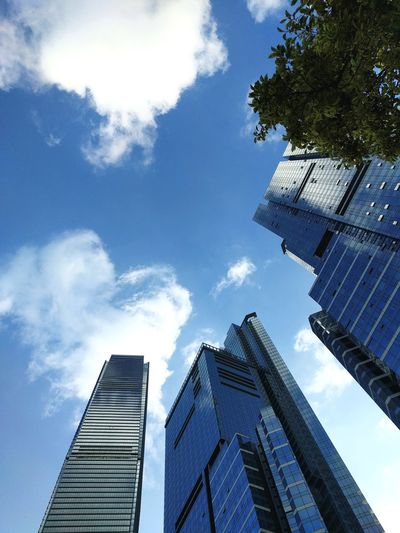Sky Cloud - Sky Architecture City 43 Golden Moments Getting Inspired HongKong Low Angle View Concrete Jungle Sky Cloud - Sky Vertical