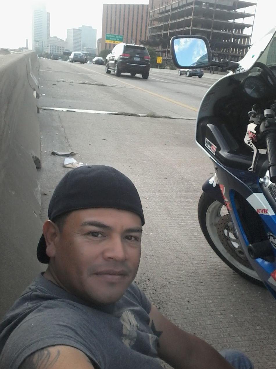 Paseando En Mi Moto Y Se Me Dano Y Yo Aqui Esperando Ayuda Riding My Bike :) Bike Troubles Waiting For Help