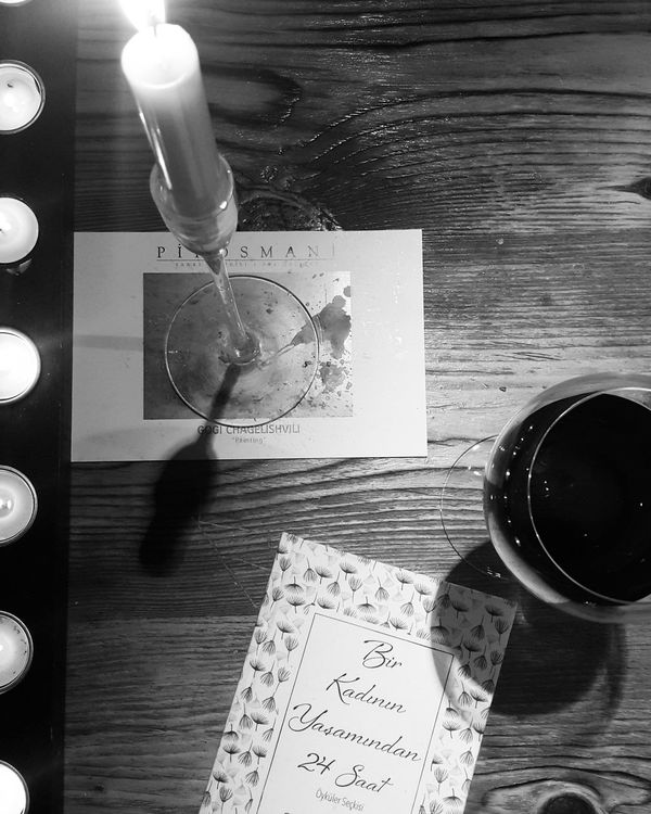 Close-up Table No People Books Candle Candlelight Candleflame Redwine Wine Winter Stefanzweig Books ♥ Book Cover Indoors  Getting Inspired Moments Bnw_collection Black And White Peace And Quiet Reading Readingtime