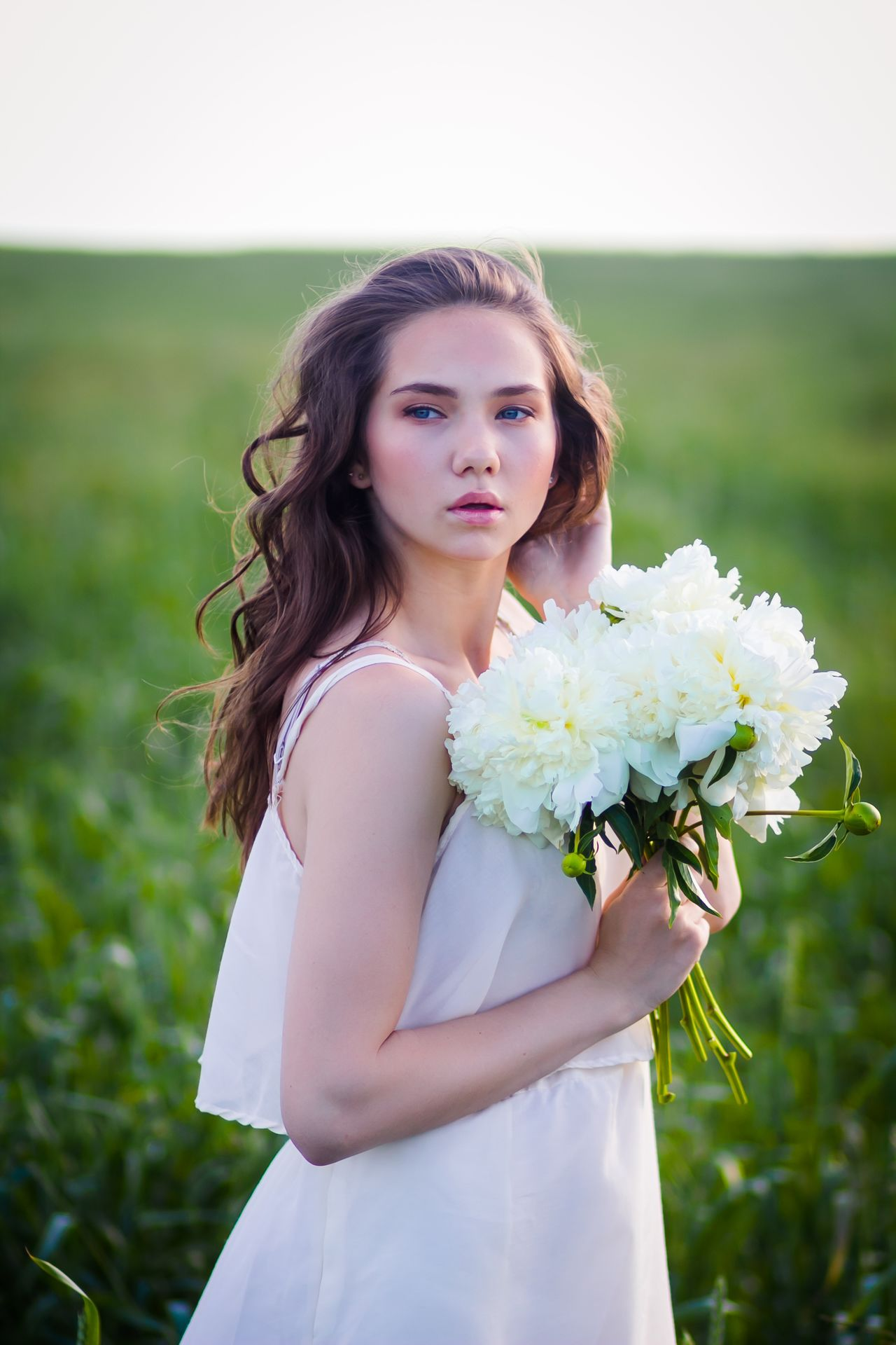 Bouquet Close-up Flower Flowers Focus On Foreground Freshness Grass Holding Nature Outdoors Pion Portrait Real People Standing Young Sommergefühle