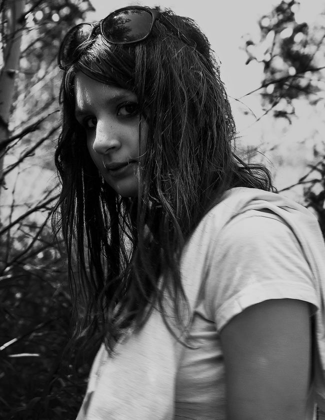 Portrait Photography Human Face Young Adult Enjoying Life Portraits Girl Focus On Foreground EyeEm Best Shots Selective Focus Canon Black And White Black & White Bw_collection Monochrome Blackandwhite Bw_lover Darkness And Light EyeEm Best Shots - Black + White Russia