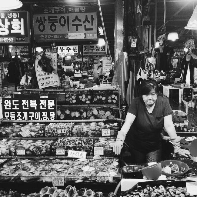 Pondering... People Watching Noryangjin South Korea Seoul Seoul_korea Noryangjin Fish Market Fish Market Citylife Streetphotography Streetphoto_bw Blackandwhite