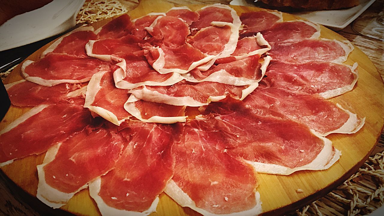 Meat Food SLICE Indoors  Red Meat No People Food And Drink Freshness Prosciutto Ham Salami Close-up EyeEm Best Shots EyeEmBestPics EyeEm Food And Drink Foodphotography Restaurant Lunch Spain ✈️🇪🇸 SPAIN Freshness Indoors  Cold Temperature Winter