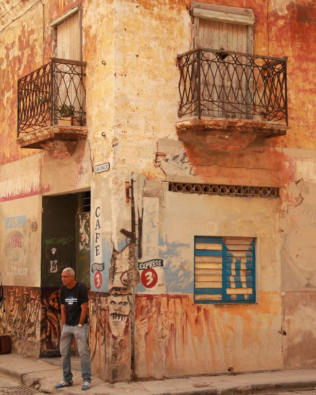 Urban Geometry Eye4 The Streets Urban Landscape Tadaa Community EyeEm Best Edits Enjoying Life Taking Photos Streetphotography Traveling Cuba Havana Architecture_collection