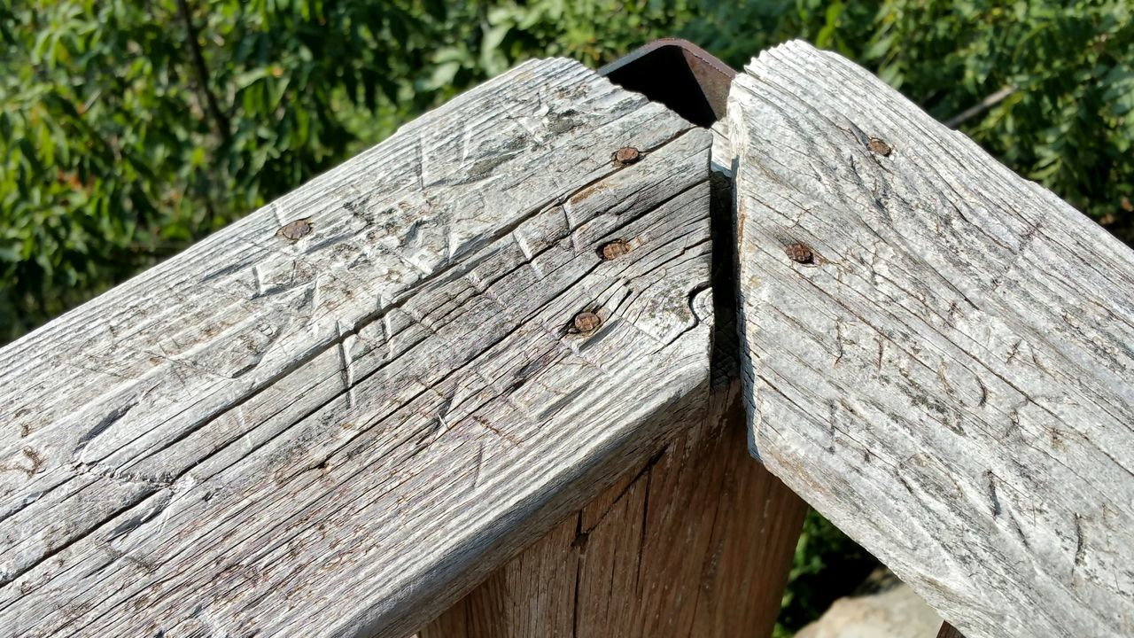 wood - material, day, close-up, outdoors, no people, brown, textured, wood grain, hinge, nature