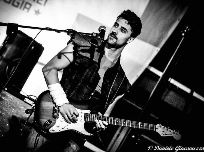 "Paolo Giannico, della band ""Le Stelle di Hokuto"" Chitarraelettrica ElectricGuitar B/w Monochrome Handsome Man Concerto Bgeek2015 Lestelledihokuto"