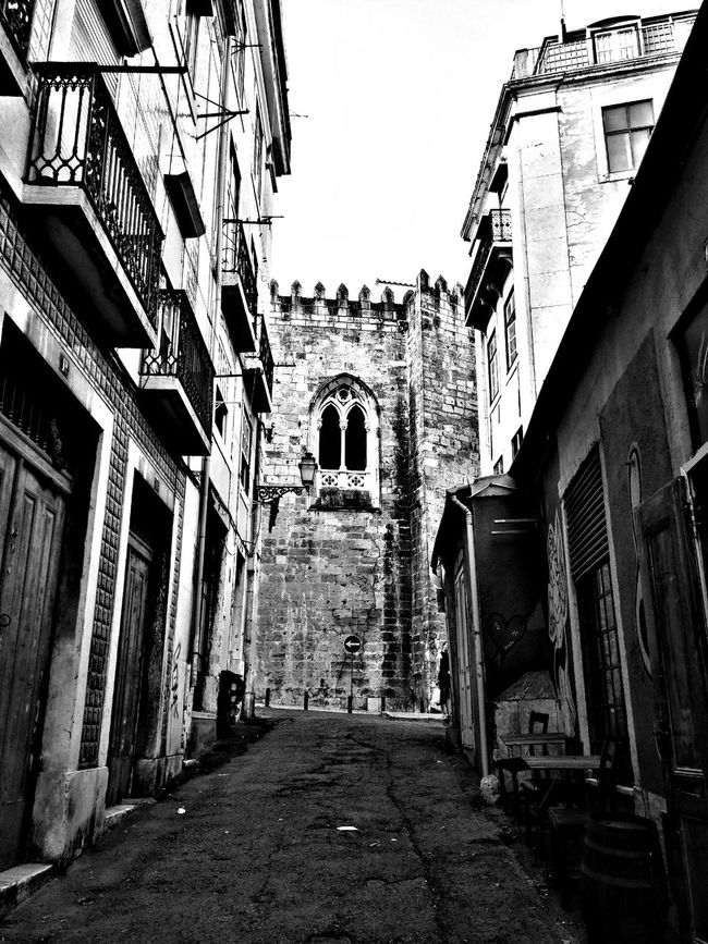 Uma Janela Aberta com Historia EyeEmBestPics The Purist (no Edit, No Filter) Cityscapes Lisbonlovers Urban Reflections Hanging Out My Perspective Hello World Taking Photos Walking Around Urbanexploration EyeEm Best Shots - The Streets Getty Images Urbanphotography EyeEm Best Sellers Perspectives EyeEm Best Shots - Black + White Black And White Collection  Black And White Photography No Edit/no Filter Besteyemphotos Enjoying The View