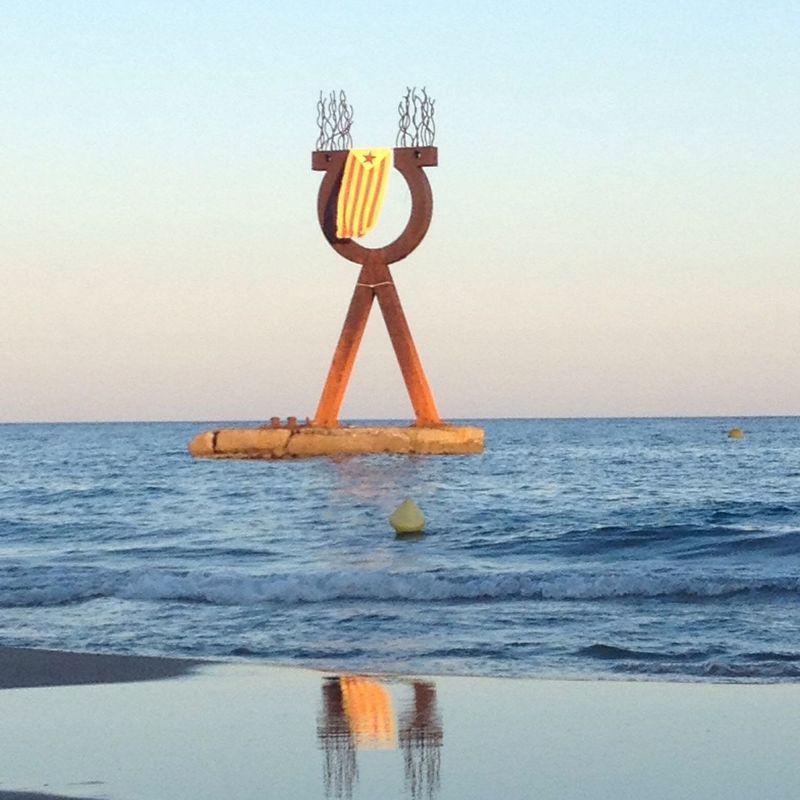 Festes de Sant Joan en *Baix a Mar Getting In Touch People Watching Soaking Up The Sun Walking Around Escaping Swimming Jogging Hugging A Tree Enjoying The Sun Sunbathing