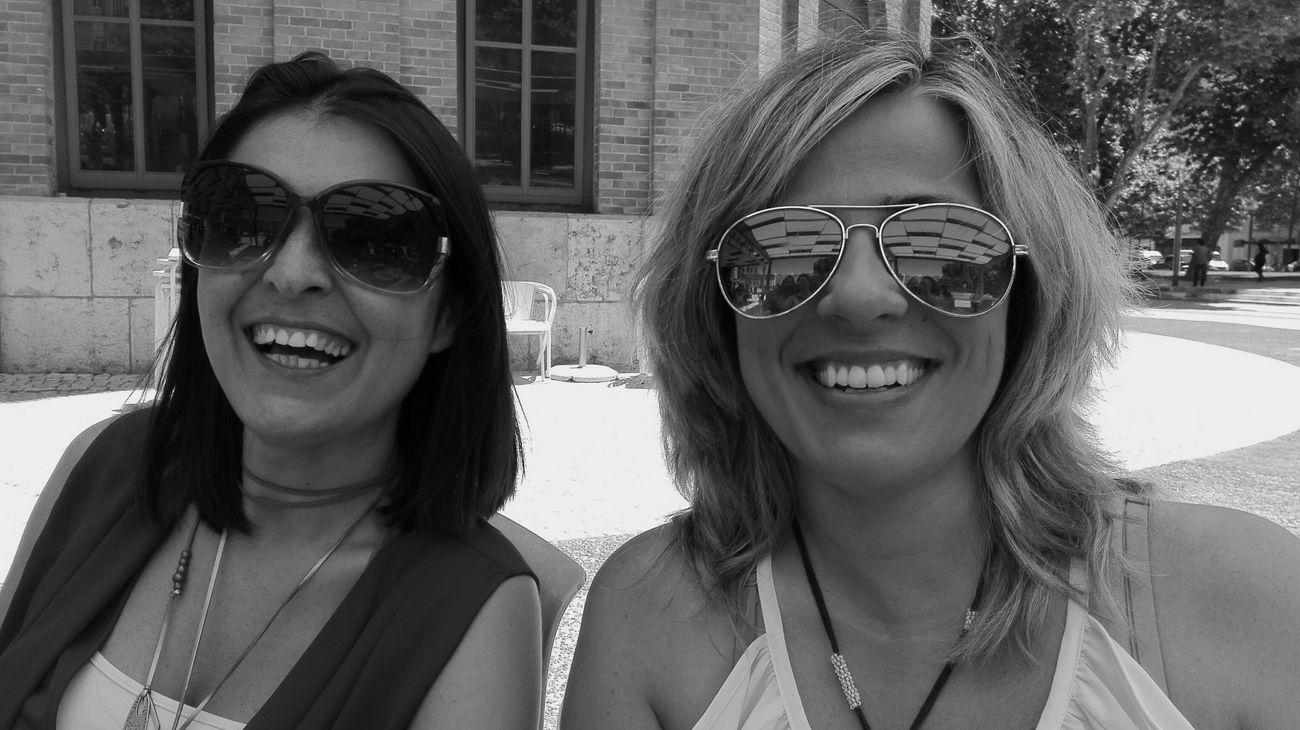 Amigas Amizade Girls Enjoying The Sun Funtimes Blackandwhite Sun ☀ Sunglasses