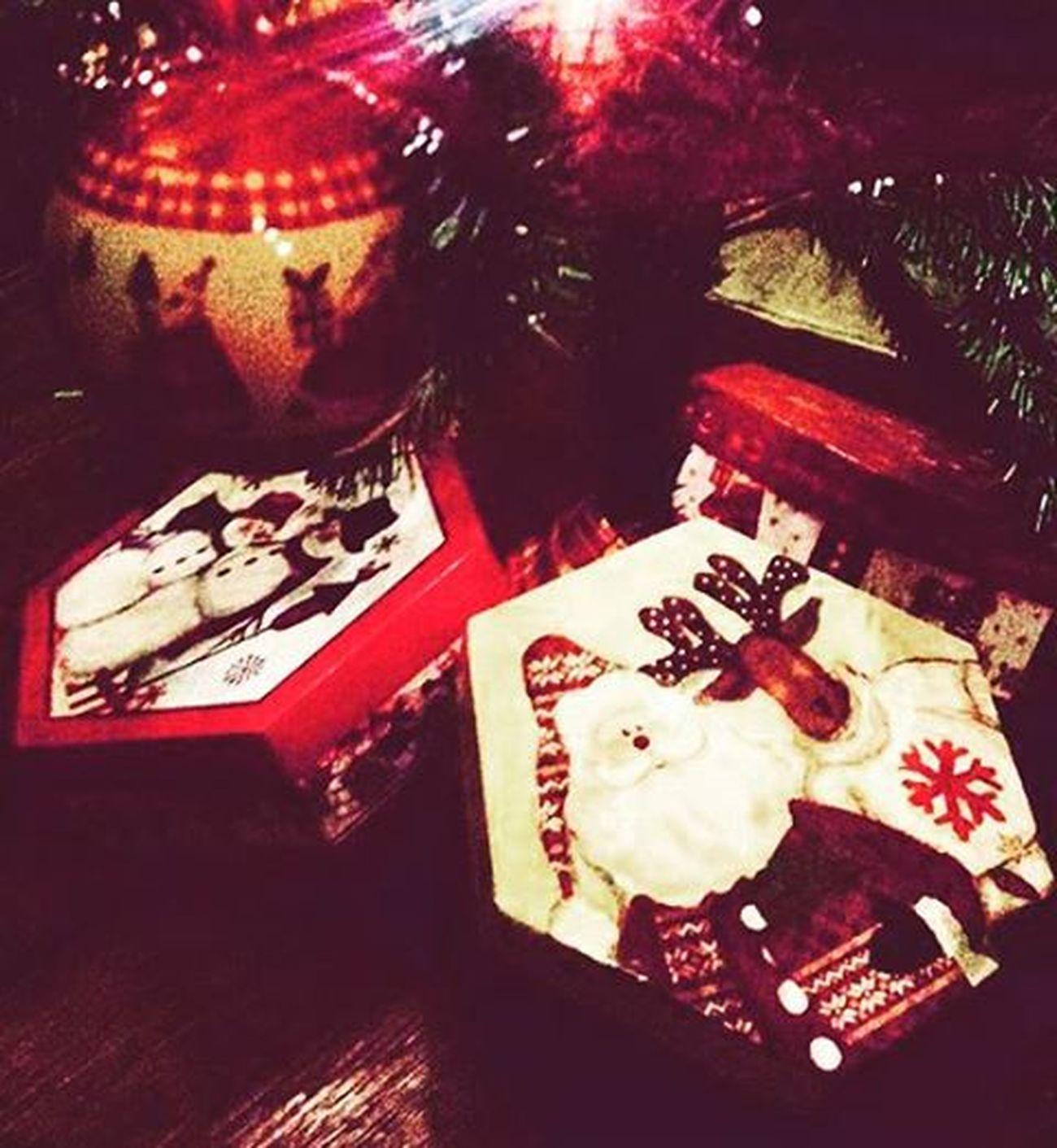 Ανταλλάζουμε δώρα και αγάπη.❤(Μπλε Παπαγάλος/•Countdown) {December 14th} Blepapagaloss Home μεταξουργείο Itschristmastime Friends Givemesomechristmaslove Givingpresents Sharinglove Almostmidnight ChristmasIsAlmostHere Countingdays Loading Behappy Beyoü Beproud Dream Fight Love VSCO Vscolove Vscoathens Vscofriends Vscopresents VscoChristmas Instapic instagreece instaxmas instalifo instaaddict instadaily