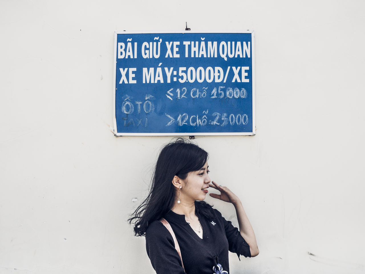 Communication Girl One Person One Woman Only Outdoors Signage Signboard Vietnamese Vietnamese Girls Young Adult