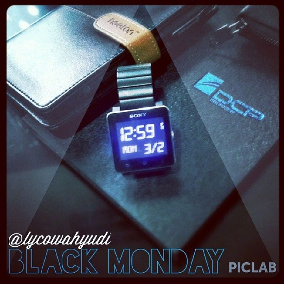 Black Monday.. No PC.. No tablet.. Just The Real Notebook Blackisthebest Smartwatch2 Monday Notebook agenda