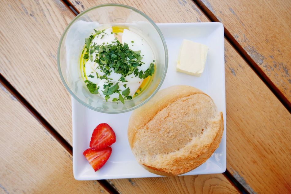 soft boiled eggs in a glass Pochierte Eier im Glass Food Table Food And Drink Bread No People Ready-to-eat Breakfast Healthy Eating Close-up Bun Brötchen Frühstück Eier Eggs Eggs For Breakfast Boiled Eggs Pochiert Pochierte Eier Eier Im Glass Germany German Food