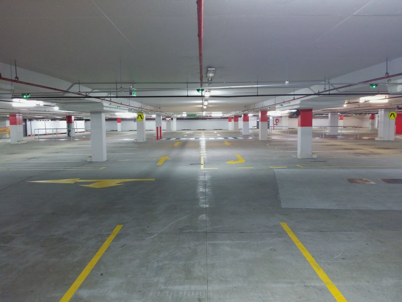 Urbanphotography Architecture Urban Geometry Parking Lot Urban Streetphotography Urbanexploration City Life Taking Photos Urban Lifestyle