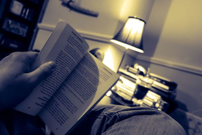 Books Reading Indoors  IPhoneography Check This Out Lamp Light Source Relax Relaxation Atmospheric Mood
