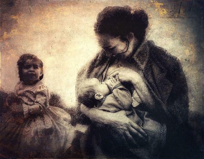 Maternidad Art Gallery Enjoying Life Exhibition Artphoto SPAIN Street Photography Lactancia Madres Madre E Hija