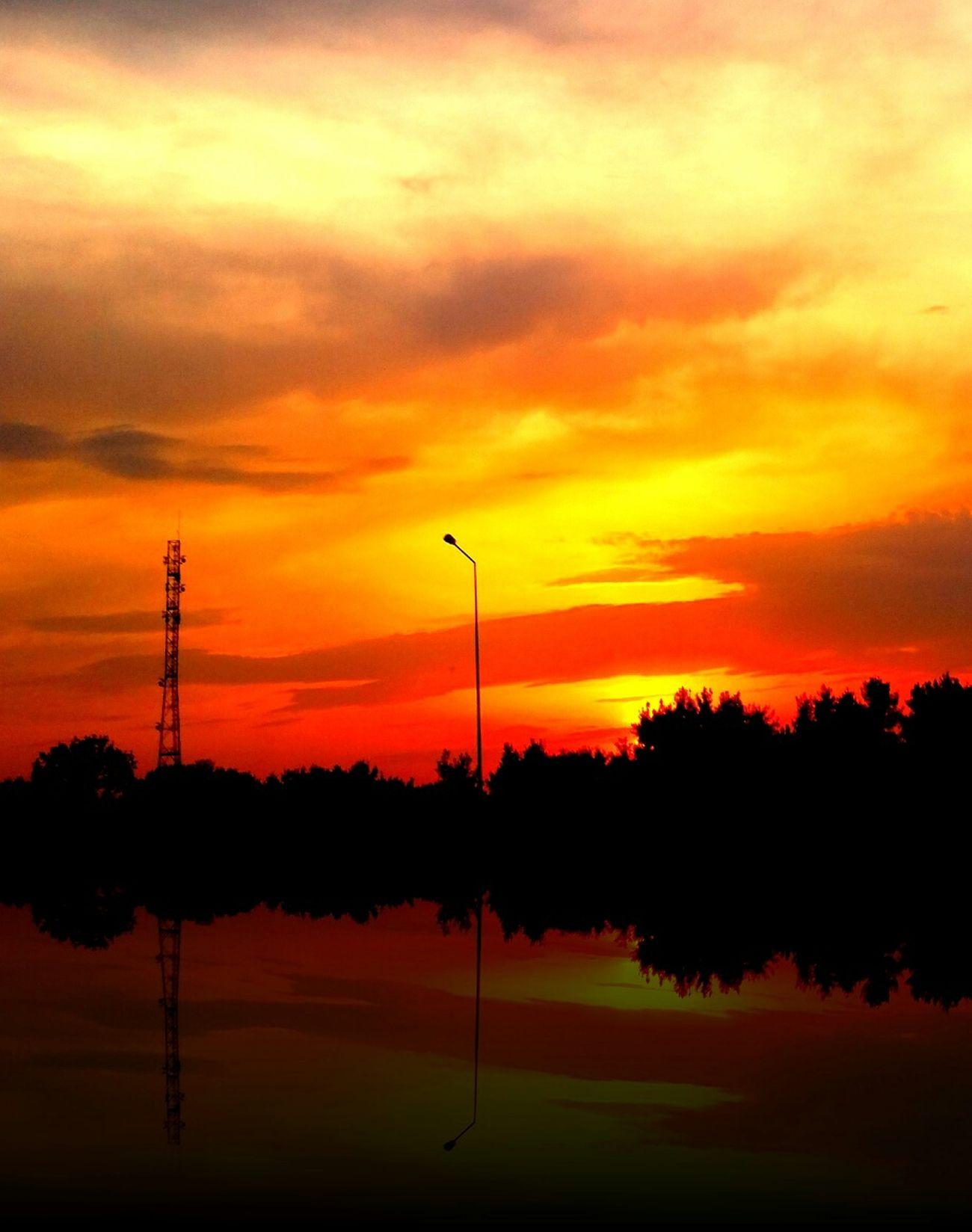 Sunset #sun #clouds #skylovers #sky #nature #beautifulinnature #naturalbeauty #photography #landscape Sunset_collection EyeEm Best Shots Sillhouttes
