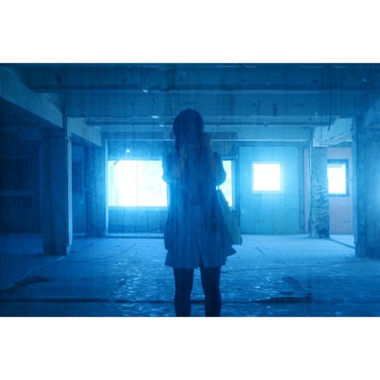 * 廃墟ガール風?な私です。 大きな鏡があったのでパシャリ。 …変なもの写ってないよね(汗) 鏡の汚れがリアルですな〜 廃墟ガール 廃墟 ? 鏡 ポートレート 自分 私 カメラ女子 長崎 光 青 ruins mirror portrait me cameragirl nagasaki light blue