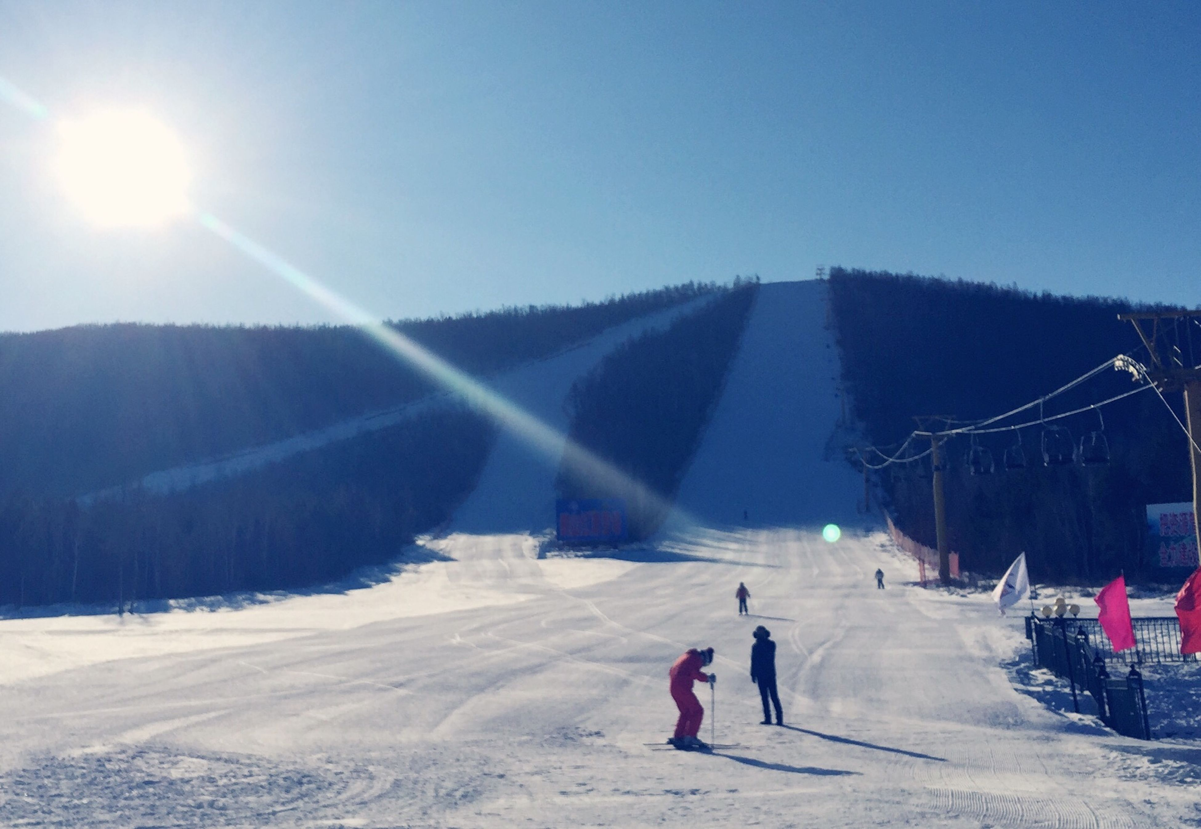 snow, winter, cold temperature, leisure activity, lifestyles, season, men, clear sky, full length, weather, mountain, skiing, vacations, person, landscape, sun, tourist, rear view
