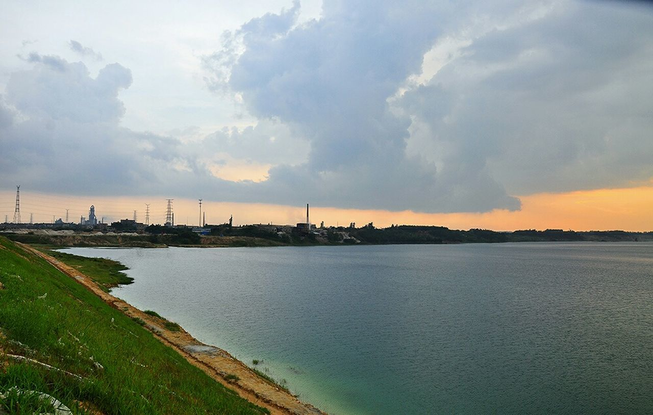 sky, architecture, water, cloud - sky, built structure, no people, building exterior, sunset, nature, city, outdoors, beauty in nature, river, cityscape, waterfront, scenics, travel destinations, landscape, day, tree