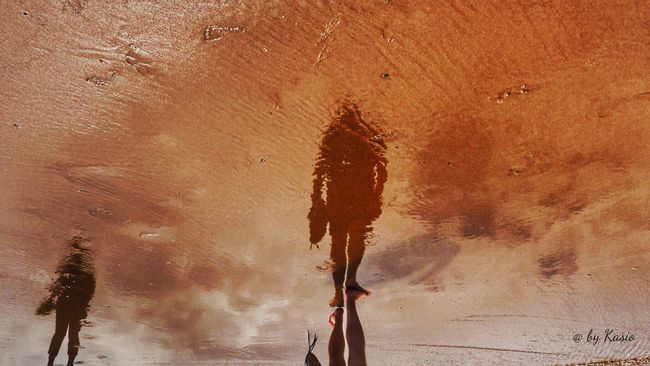 Hay que darle la vuelta a este jodido mundo !!!... Walking Lifestyles Shadow Person Silhouettes Silhouette Capture The Moment EyeEm Best Shots The Great Outdoors - 2016 EyeEm Awards Color Photography Orange Color EyeEm Best Edits