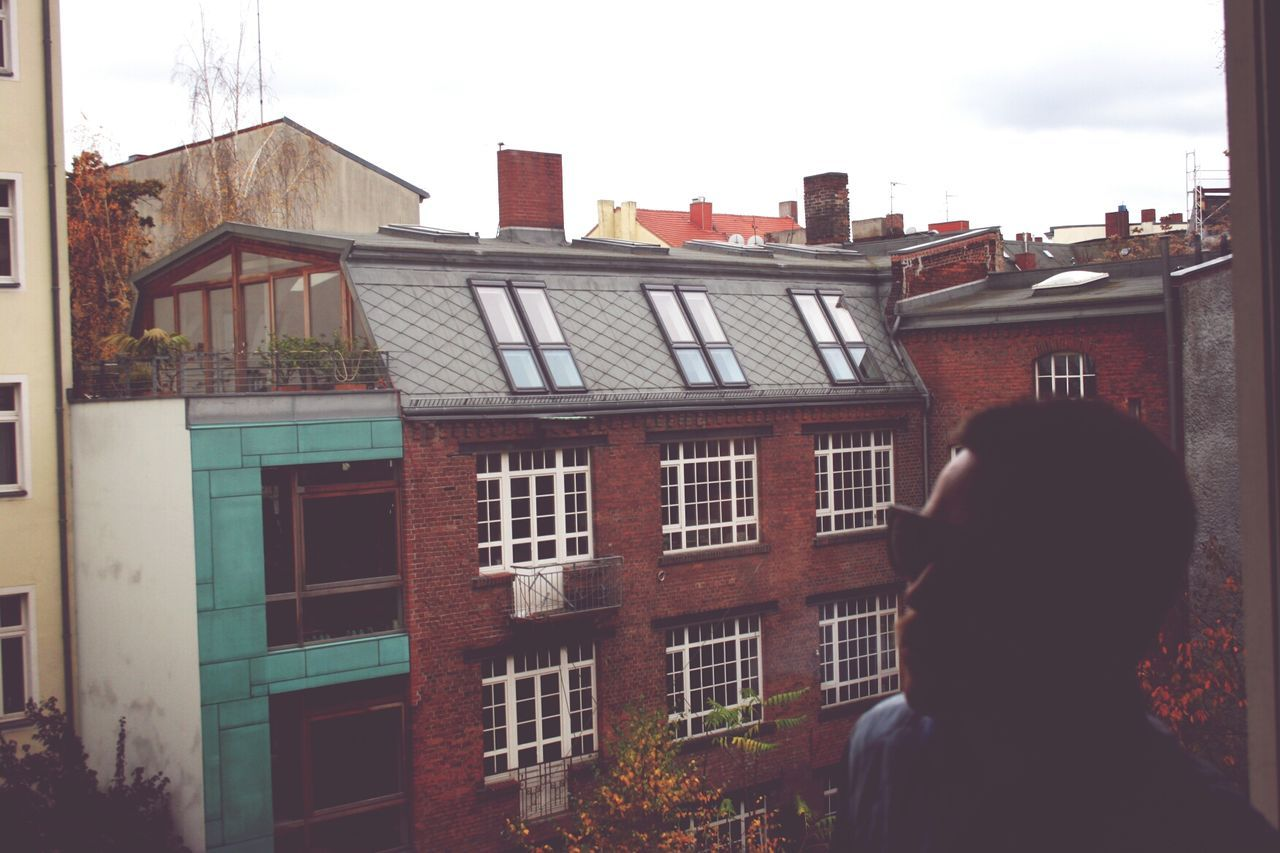 architecture, building exterior, built structure, window, one person, rear view, real people, day, outdoors, sky, city, people