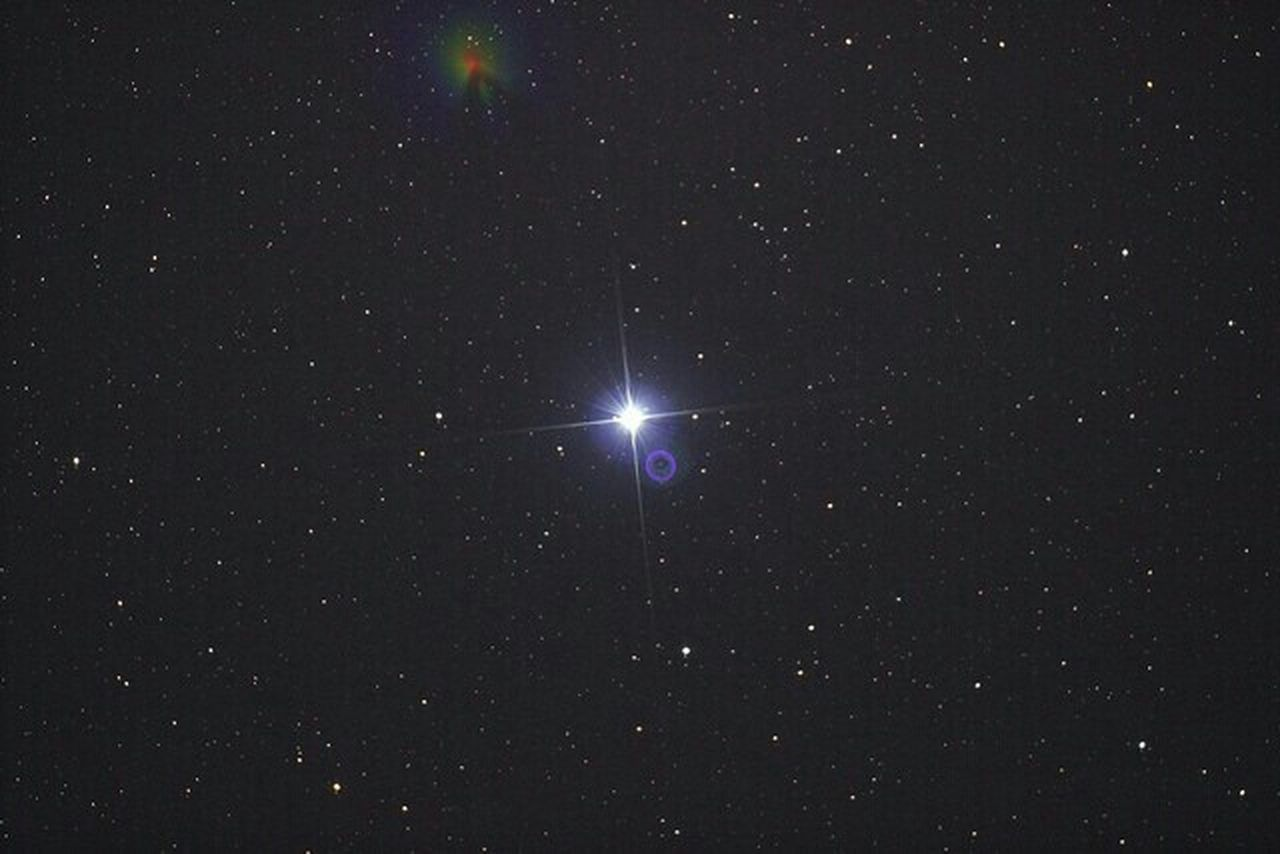 Vega. Taken with a canon 600d on a Skywatcher quattro on my NEQ6 mount Just a 30s shot. iso was 1600. Vega Stars Star Astrophotography Telescope Telescopes Astronomy Eyeem Starscape Starscape NEQ6