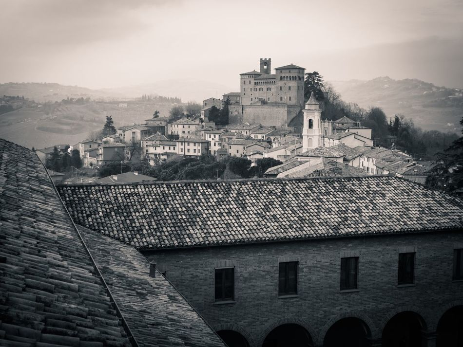 Longiano Emiliaromagna Italia EyeEmNewHere Bnw Dualtone Monochrome Black And White Blackandwhite Medieval Medieval Architecture MedievalTown Castles Architecture City Building Exterior Built Structure Cityscape Roof No People Outdoors Sky Day
