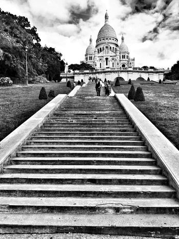 Travel Destinations Cloud - Sky Tourism Sky Architecture Religion Outdoors Built Structure Eye4photography  EyeEmBestPics EyeEm Best Shots Sacre Coeur Montmartre Street Montmartre Streetphotography City Paris History Spirituality Architecture France Personal Perspective Streetphoto_bw Blackandwhite Bnw