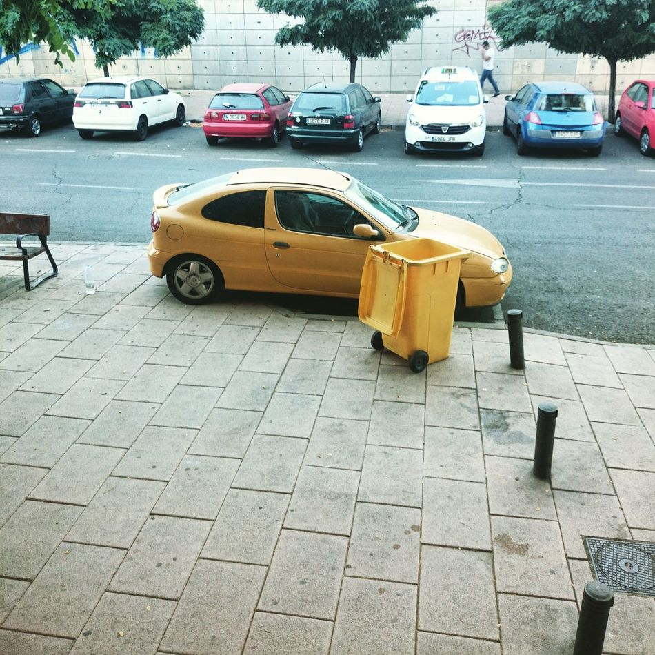 Follow the yellow bin road Yellow Car Coincidence Coincidencetography Unexpected Street Photography Streetphotography Beauty In Ordinary Things Urban Geometry Still Life