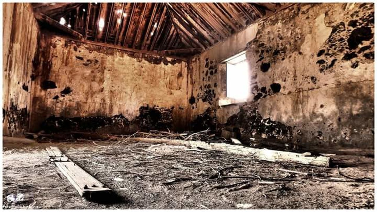 indoors, abandoned, built structure, architecture, old, ceiling, run-down, obsolete, house, messy, window, damaged, flooring, bad condition, deterioration, ruined, weathered, day, interior, electric light