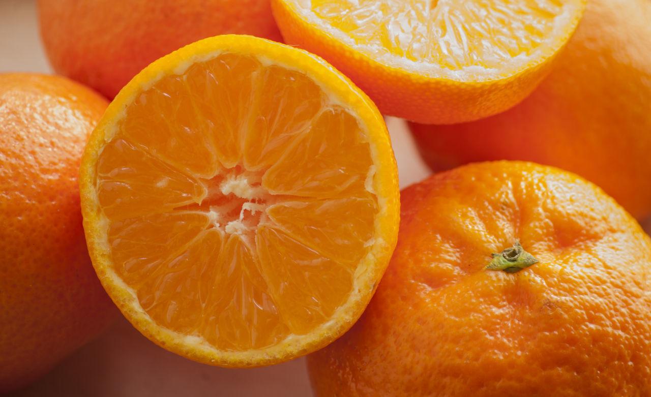 orange - fruit, citrus fruit, fruit, orange color, freshness, food and drink, healthy eating, cross section, slice, food, close-up, vitamin c, indoors, no people, blood orange, studio shot, grapefruit, day
