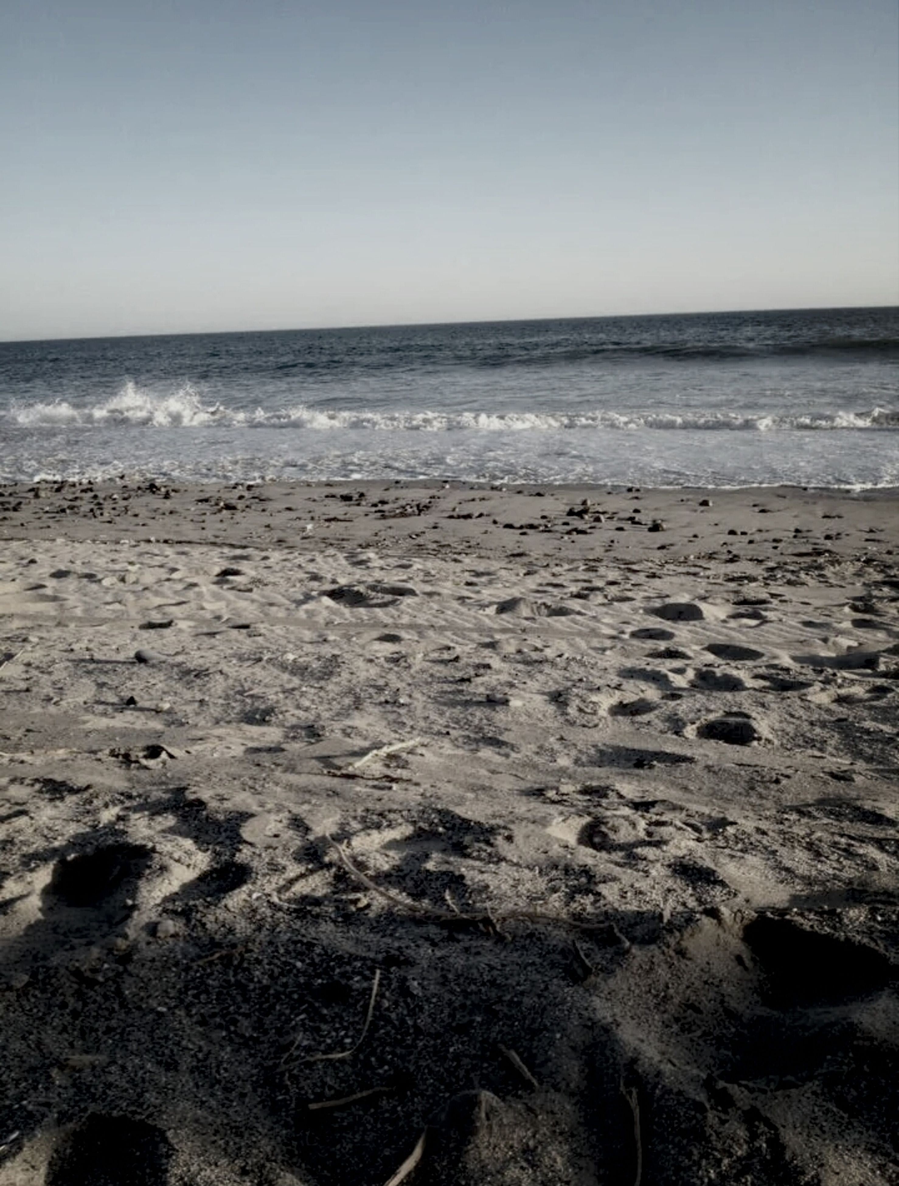 beach, sea, horizon over water, sand, shore, water, clear sky, tranquility, tranquil scene, scenics, beauty in nature, copy space, nature, wave, sky, surf, coastline, idyllic, remote, footprint