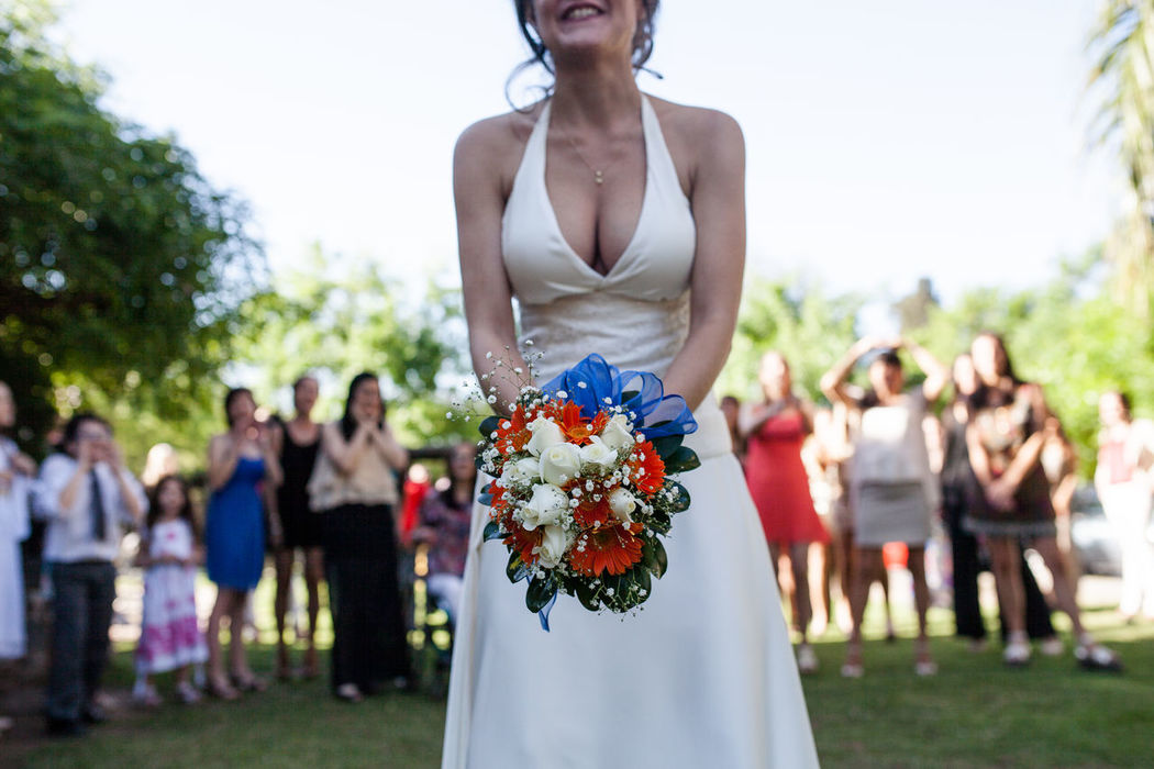 Amigas Bride Celebration Event Day Focus On Foreground Friendship Lifestyles Love Love ♥ Memories Multi Colored Novia Novios Outdoors Person Ramo Wedding Wedding Day Wedding Flowers Wedding Photography