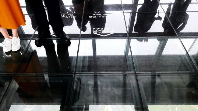 Shanghai China Swfc People Together View Point Floor Glass Floor Transparency Shoes Legs Orange Girl Skirts Standing Legs & Floor Boots People People Photography EyeEm Best Shots EyeEm Shanghai Details Of Colour Colored Spots The Essence Of Summer Travel Travel Photography
