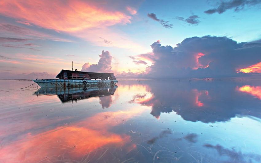 Relaxing Enjoying Life Yacht Sun Set
