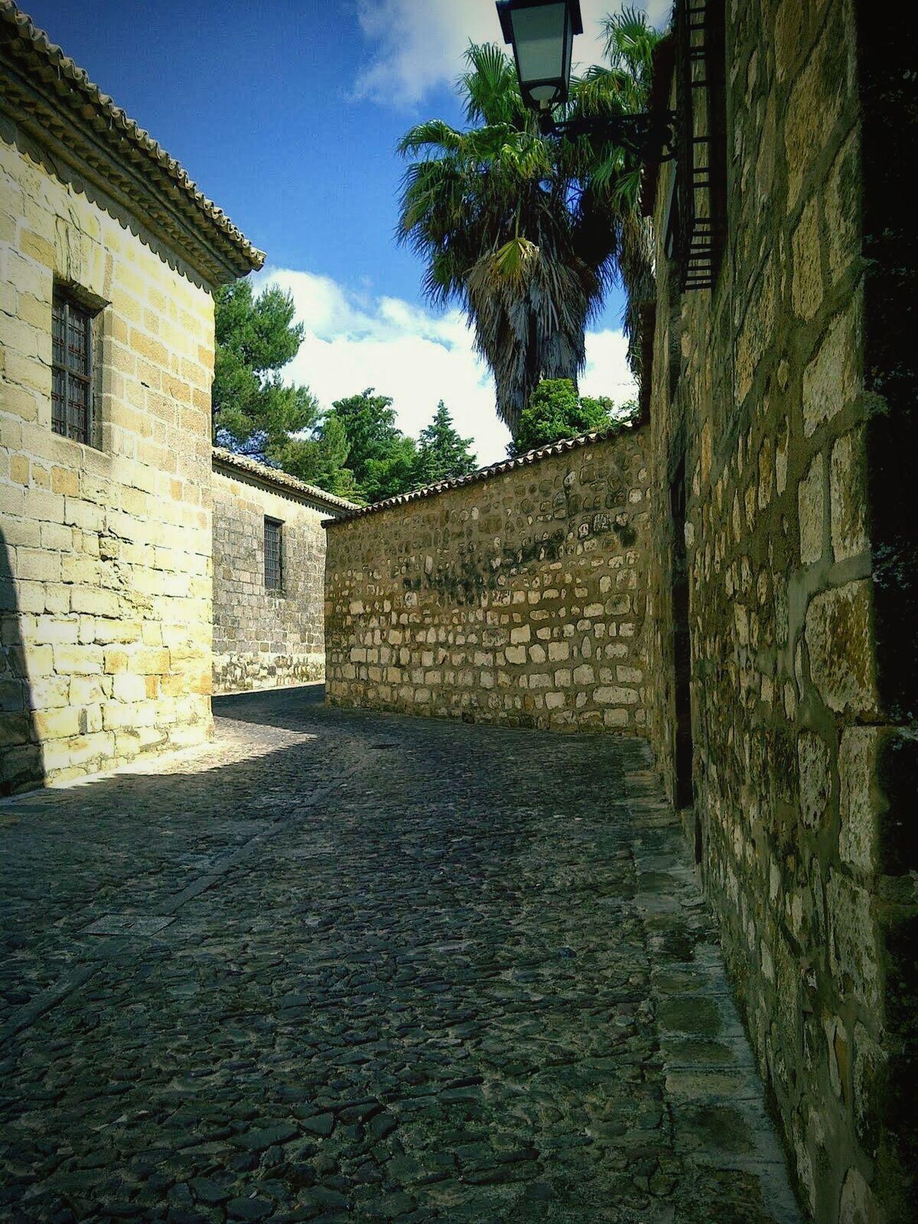 Entre calles quizás te encuentre de nuevo, a la vuelta de la esquina te esperaré unos minutos... Baeza Andalucía España