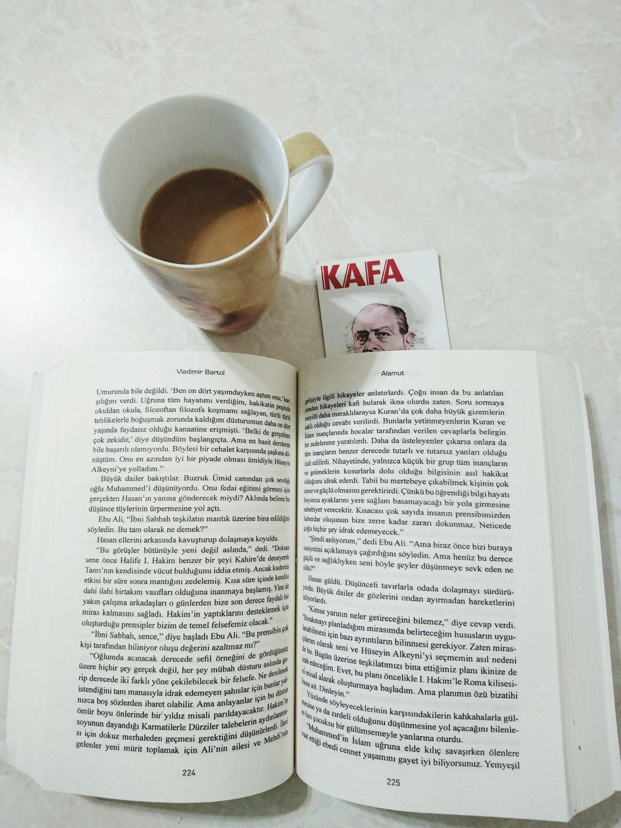 Alamut Vladimirbartol Kafadergisi Kitap Ahmedarif Kahve Coffee No People Indoors  Relax Time  Lieblingsteil EyeemTeam Relaxation
