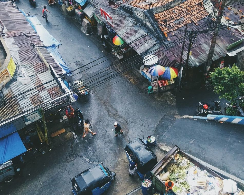 High Angle View Outdoors Land Vehicle Rainy Peoples Snap a Stranger Embrace Urban Life The City Light Welcome To Black The Secret Spaces